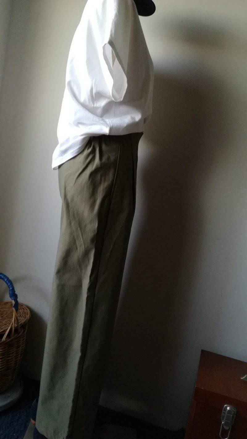 Tシャツ&ワイドパンツコーディネート横