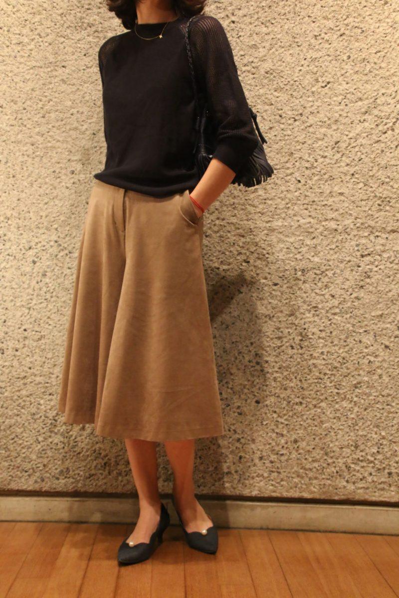 袖透かし編みニット+スカーチョコーディネート3