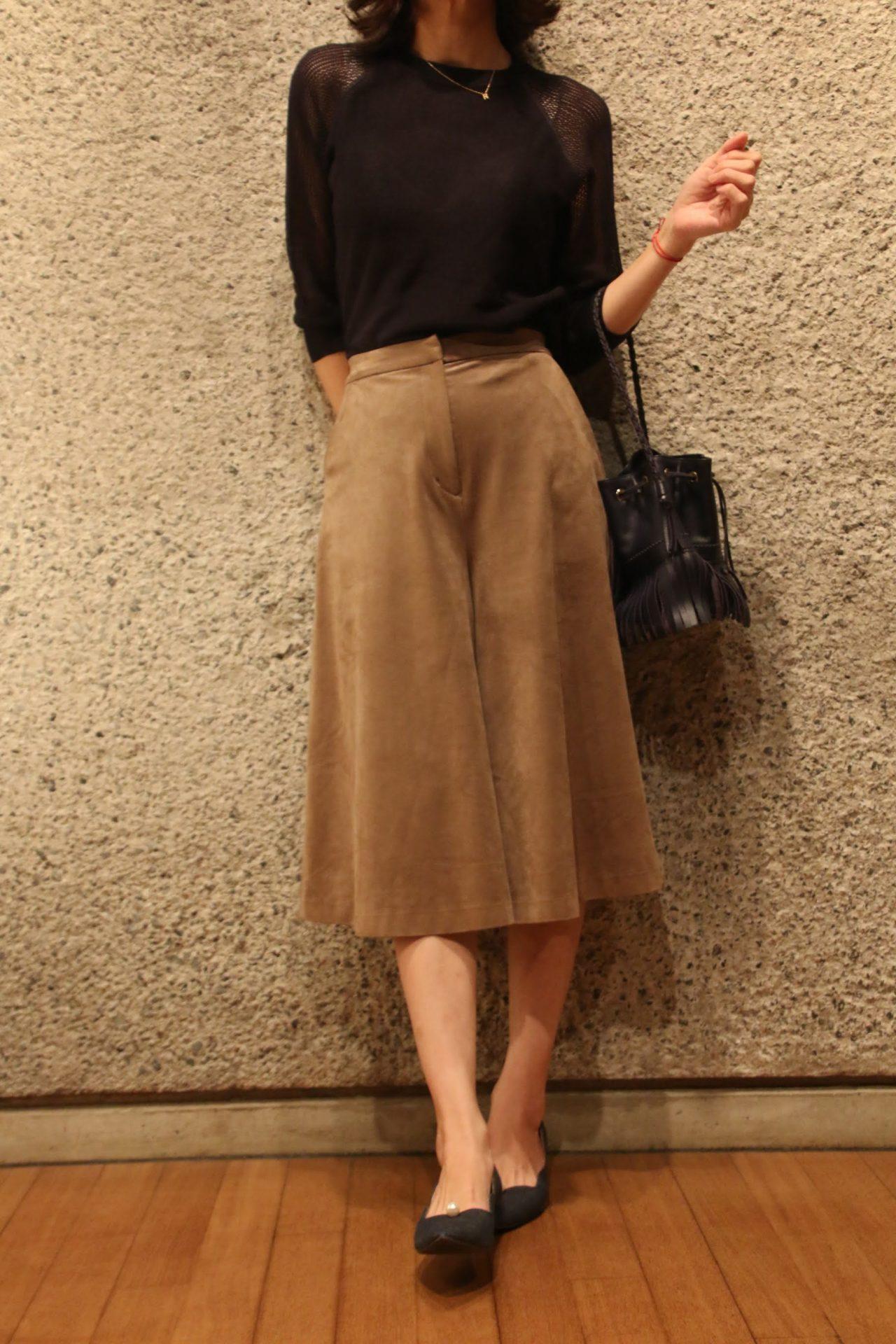 袖透かし編みニット+スカーチョコーディネート