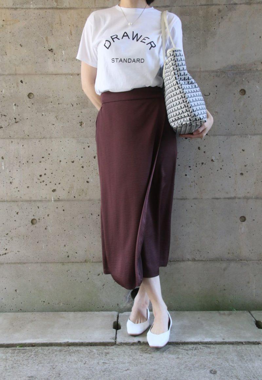 ドゥロワーTシャツ×サテンスカートコーデ2