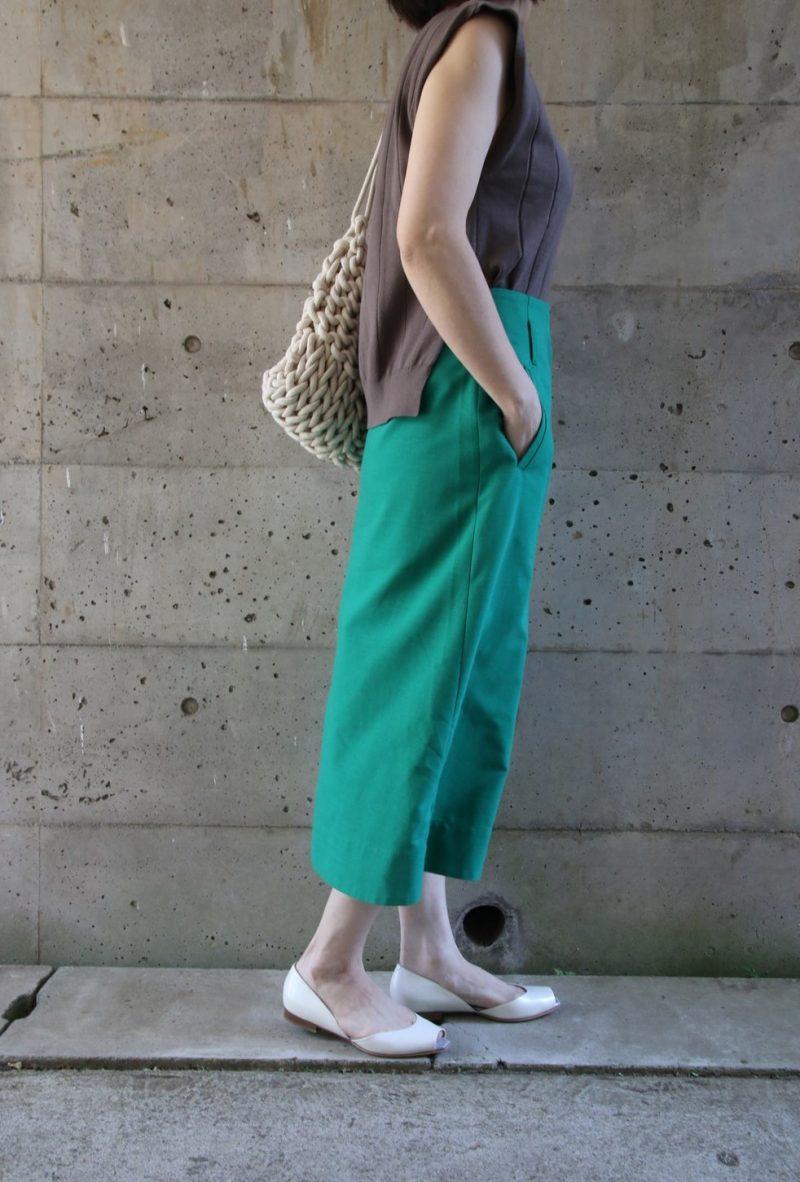 太リブニット×グリーンスカート横2