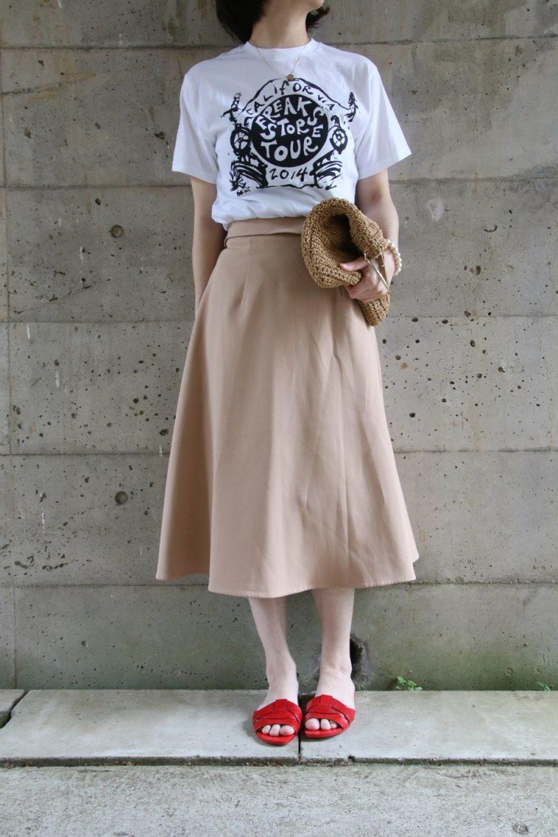 フレークスストアTシャツコーデスカート