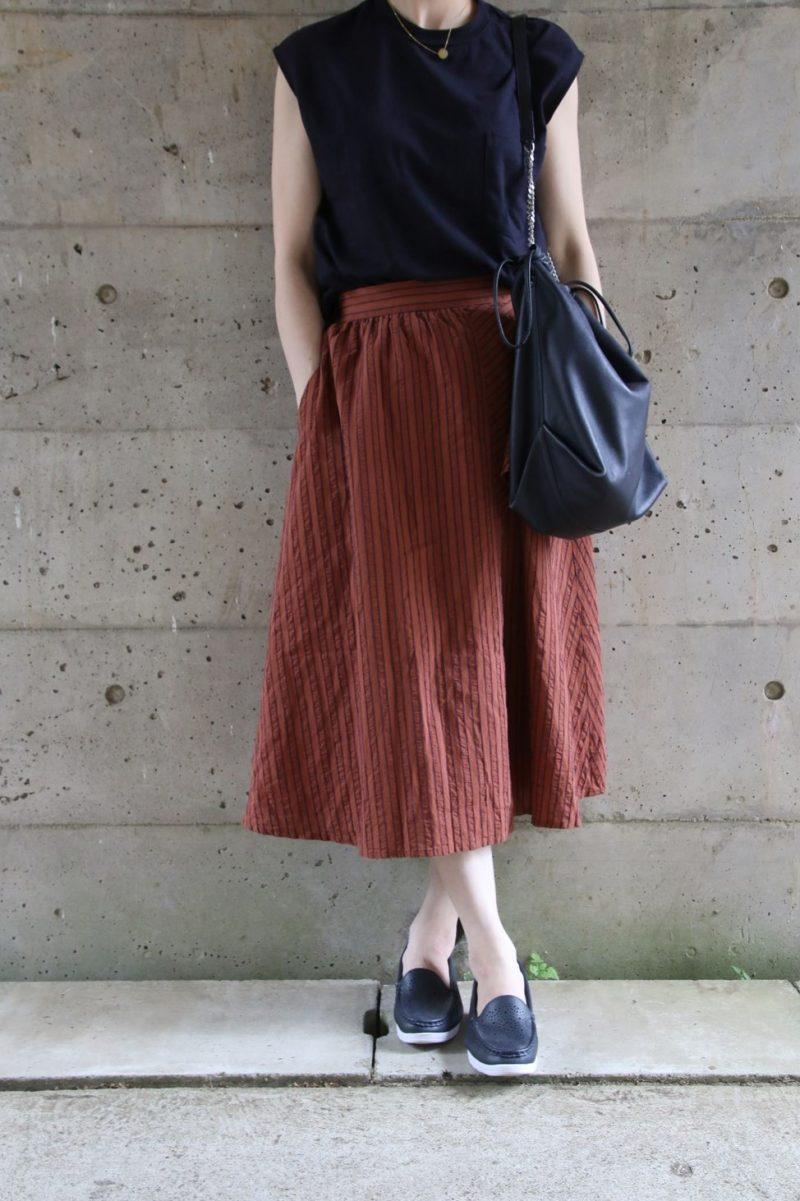 フレンチ袖Tシャツ×デザインスカートコーデ2
