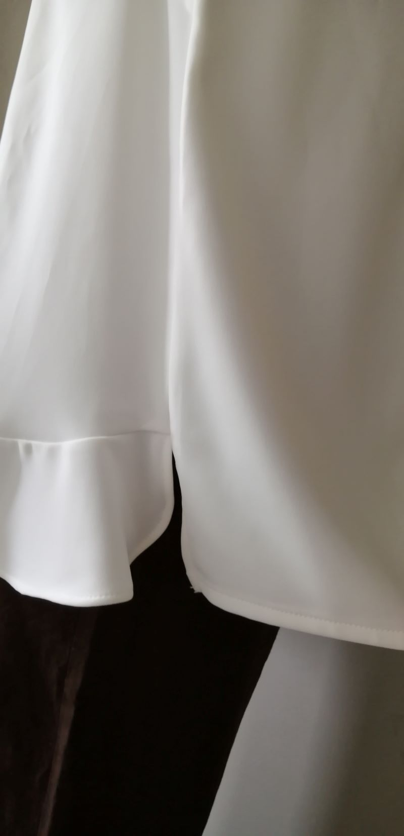 アナナブラウス裾